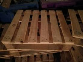 600x520mm wooden pallets in Leatherhead can deliver
