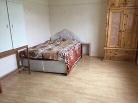Bed rooms,BILLS INCLUDED,Couples OK shared house,close to amenities,transport,city centre,SHORT TERM