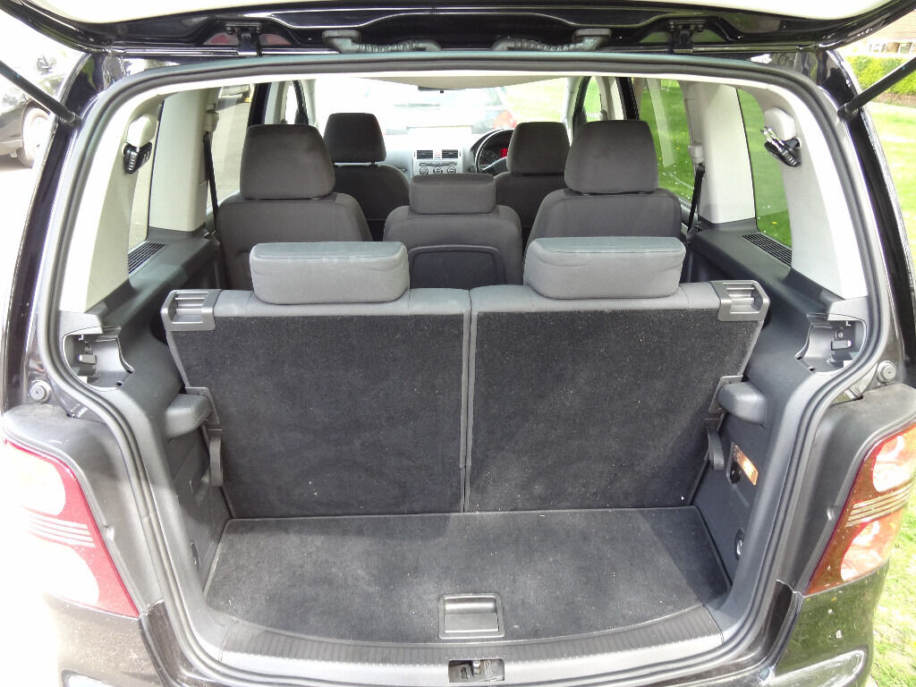 volkswagen touran 7 seater not ford galaxy vauxhall zafira. Black Bedroom Furniture Sets. Home Design Ideas