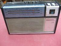 2x old transister radios.