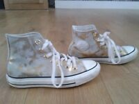 gold and white converse size 3