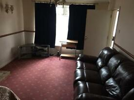 Rooms available in luxury house share near jct 24 m4