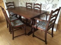 TRADITIONAL OAK DINING TABLE WITH 6 CHAIRS