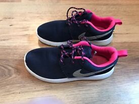 Girls navy and pink Nike Roche size 1