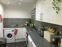 4 bedroom flat in Gibson Street, Glasgow, G12 (4 bed) (#1104405)