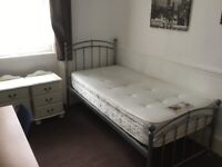 Large single room to let on Tachbrook Market Pimlico SW1V2JS