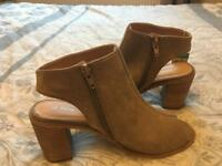 New with tag - Tan shoes - size 5