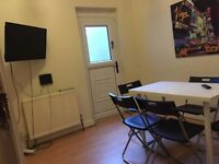 COUPLES WELCOME! LARGE LOFT DBL ROOM AT ETCHNGHAM RD, 2MIN TUBE ST