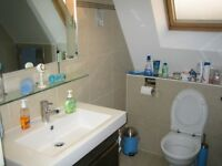 Cosy double room in a 2 bed 2 bath penthouse flat, close to hendon tube and middlesex uni