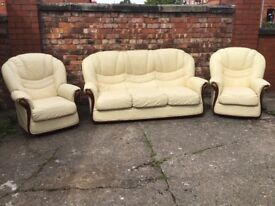 LEATHER 3 PIECE SUITE IN GREAT CONDITION COST OVER 1000 NEW BARGAIN AT £275 CAN DELIVER