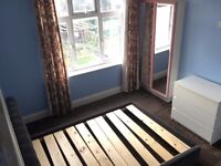 Bright Lovely Double room -Beautiful garden view