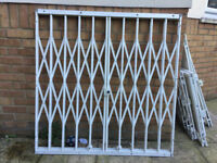 used window safety grills ( 4 big and 2 small)