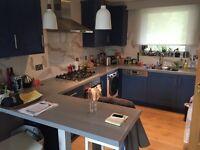 Lovely split level 3 bedroom flat with modern open plan kitchen! Don't miss it!!