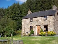 Traditional welsh stone cottage with spectacular lake views in Snowdonia National park. Sleeps 4