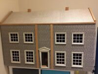 Large wooden dolls house 🏡