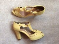 Clarks yellow shoes size 6