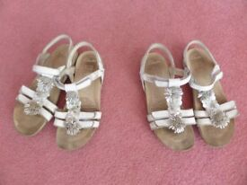 Lovely pretty white leather sandals with velcro straps - size 13 1/2