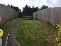 2 bed flat ground floor own back garden