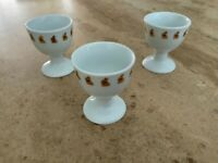 Very cute Lindt china egg cups with beautiful gold Lindt bunny motif. BNWOT.
