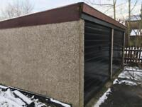 Double garage free to remover