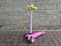 ** Superb Condition ** - Mini Micro Deluxe Scooter - Pink. Original box (suitable 2-5 Years)