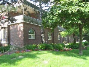 3 Bedroom Townhome Available In Prestigious Midtown Davisville