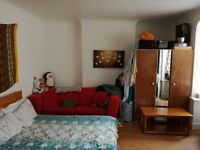 LARGE COSY FULLY FURNISHED DOUBLE ROOM FOR RENT IN WIMBLEDON @ £700/- INCLUSIVE OF ALL UTILITY BILLS