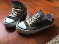 Converse all star shoes size 4