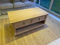 Solid oak coffee table - excellent condition