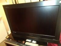 """POLAROID 32"""" FREEVIEW HDMI TV WITH STAND & REMOTE"""