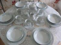 Dinner/Tea Set With Tea Pot 29 Pieces Crown Ming White/Blue