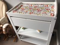Babylo Sedona changing table - excellent condition