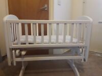 Rocking crib in very good condition. Mattress also included