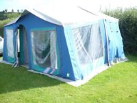 TRAILER TENT FOUR BERTH RACLET WITH AWNING AND INNER DIVIDER