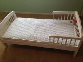 Toddler bed 145cm x 75 cm with mattress
