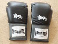 Lonsdale Boxing Gloves Black £5