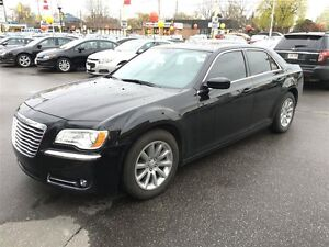 2013 CHRYSLER 300 TOURING - PANORAMIC SUNROOF, REAR VIEW CAMERA,