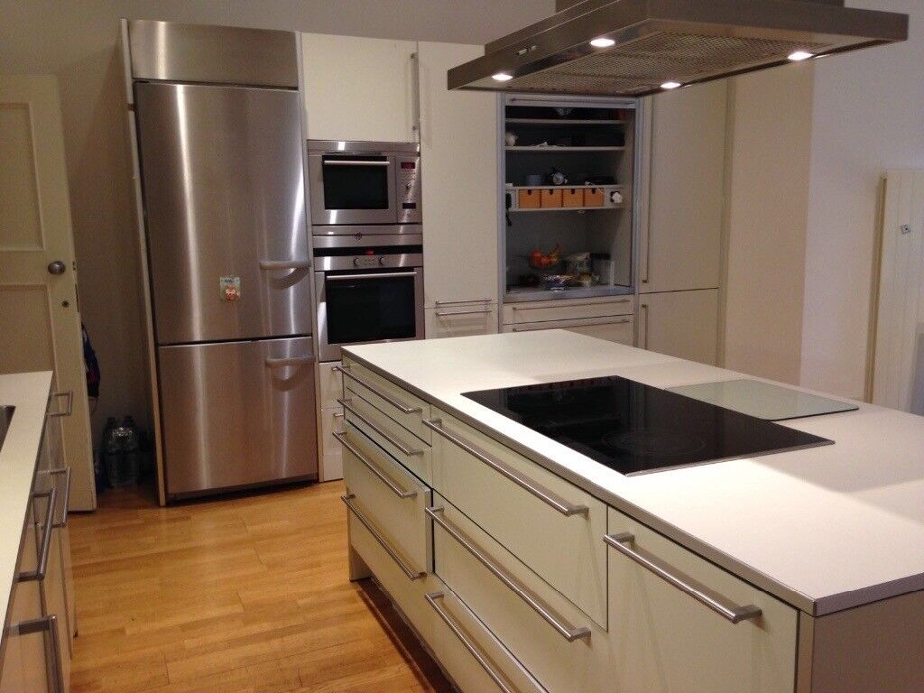 Designer Bulthaup Kitchen Excellent Condition In