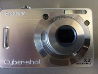 Sony Cybershot camera 7.2mp silver colour with leather case, charger excellent condition