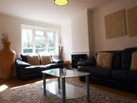 Modern & bright 2 double bedroom maisonette in a quiet cul-de-sac with easy access to NorthCircular