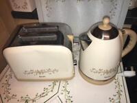 Eternal beau toaster & kettle set
