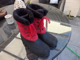 LADIES BOOTS SIZE 7 WITH LACE UP FRONTS