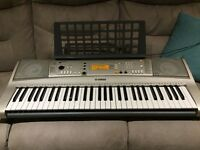 YamahaPSR E313 electric keyboard