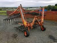 Tractor parimeter hydraulic folding spring tynes grass harrows