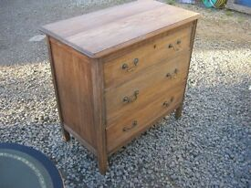 VINTAGE ORNATE OAK CHEST OF DRAWERS. PRETTY PIECE. VIEWING / DELIVERY AVAILABLE