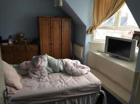 2 bed close to town for a 3 bedrooms