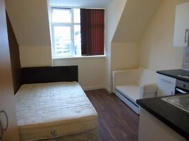 ***STUDENTS WELCOME***Brand new studio Near the Luton Station, bills included
