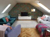 3 bedroom flat in Queen Charlotte Street, Edinburgh, EH6 (3 bed) (#1022743)