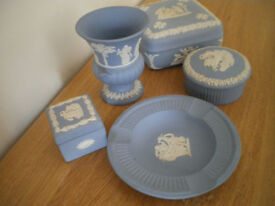 BLUE JASPERWARE BY WEDGEWOOD. FIVE PIECES ALL IN FINE UNDAMAGED CONDITION