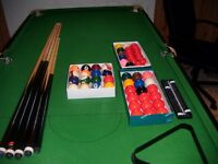 6 X 3 SNOOKER TABLE AND BALLS AND CUES COMPLETE SET with pool balls also